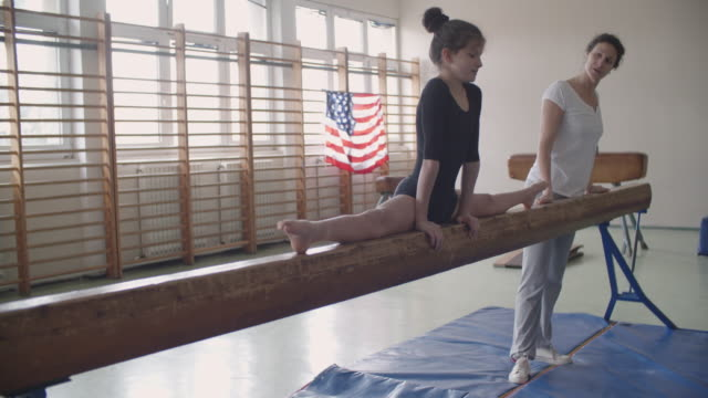 4K: Girl doing split on balance beam video