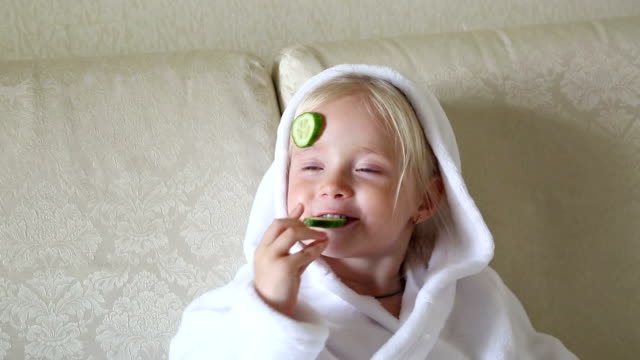 girl eating cucumbers in a beauty salon. - cetriolo video stock e b–roll