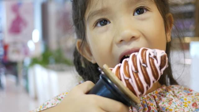 girl eating ice cream cone video