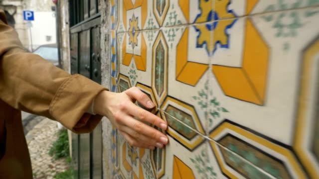 vídeos de stock e filmes b-roll de girl hand runs over tile in lisbon in portugal, slow motion - portugal