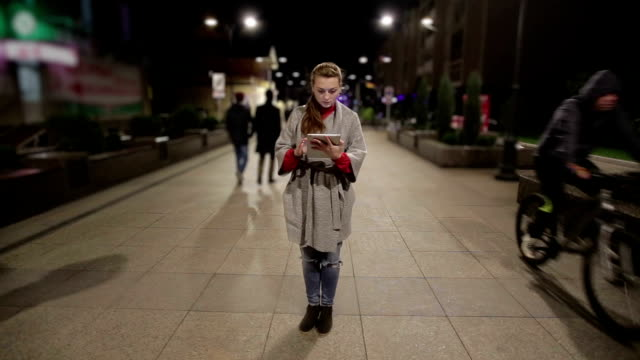 Girl in real time using tablet on the streets, that stopped in time. video