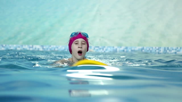 Girl learns to swim in the pool video