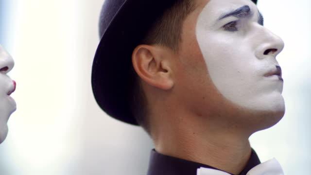 彼氏に叫ぶ女の子 mime - グリースペイント点の映像素材/bロール