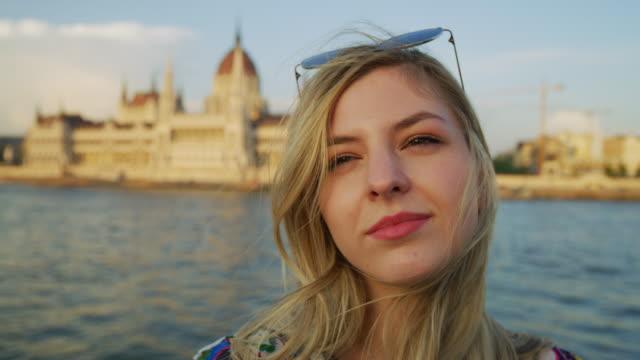 flicka på en båttur i budapest - turistbåt bildbanksvideor och videomaterial från bakom kulisserna