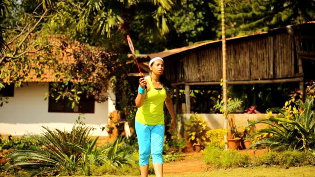 Fille jouer au Badminton - Vidéo