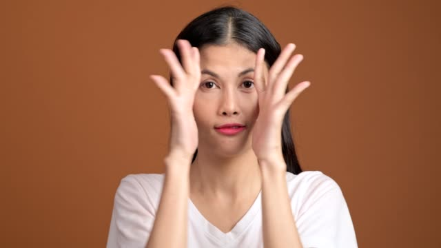 girl playing hide and seek portrait. asian woman in white t-shirt cover her eyes with her hands for hide and seek. - donna si nasconde video stock e b–roll