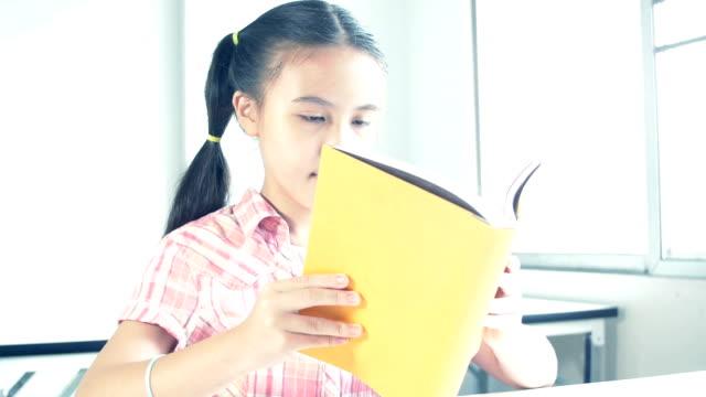 girl reading book - digital reading child bildbanksvideor och videomaterial från bakom kulisserna