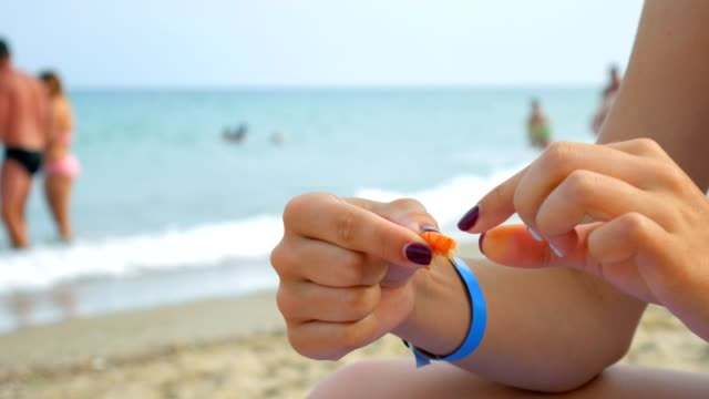 a girl sits on the beach and eats shrimp with her hands. - granchio video stock e b–roll
