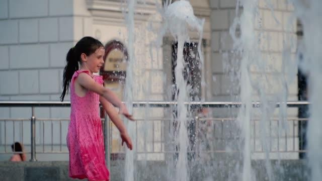 girl splashing in the fountain video