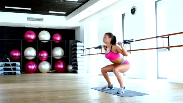 Girl squats in the gym video