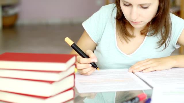 Mädchen studieren – Video