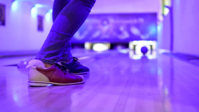 A girl throws a bowl at bowling. Close-up. video