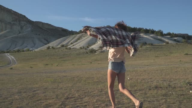 girl traveler runing to the white cliff video
