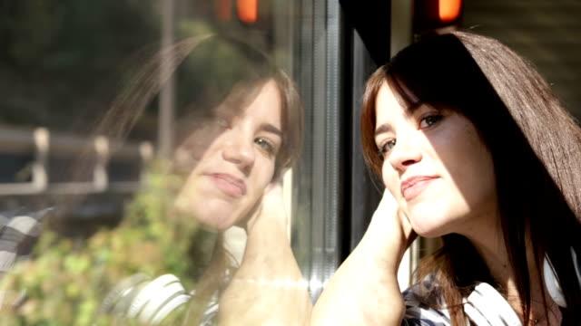 girl traveling alone - pasażer filmów i materiałów b-roll