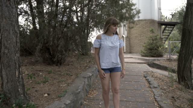 girl walks in the park - pantaloncini video stock e b–roll