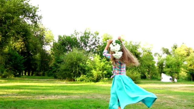 Girl with flowers whirling video