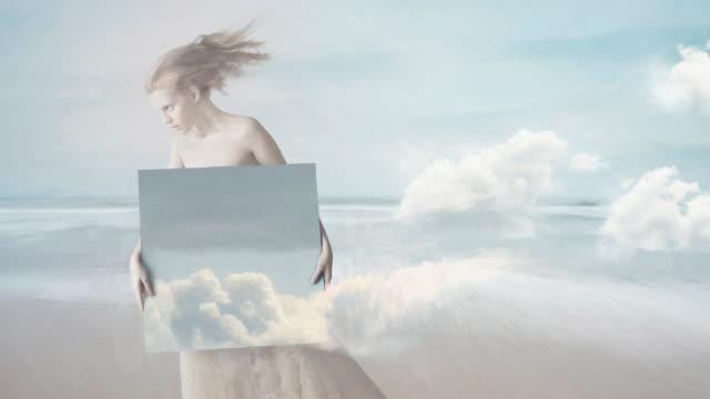 vídeos y material grabado en eventos de stock de chica con la pintura de las nubes - imagen pintada