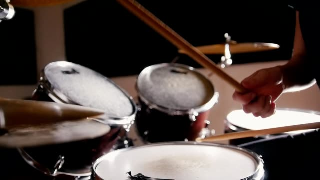 vídeos de stock e filmes b-roll de girl with red hair playing drums - instrumental
