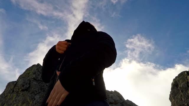 girl zipping up jacket 4k - жакет стоковые видео и кадры b-roll