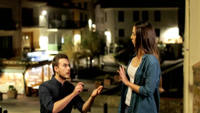 girlfriend running away after marriage proposal - fidanzati video stock e b–roll