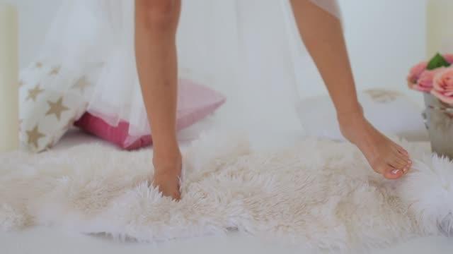 girlish feet treading on white fur - scarpe video stock e b–roll