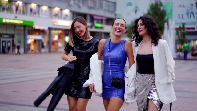 girls are having fun at the town - amicizia tra donne video stock e b–roll