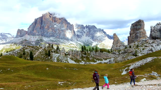 girls hikers walking near of cinque torri towers - stato federato del tirolo video stock e b–roll
