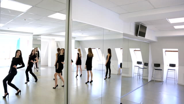 girls in black clothes turn over to mirror one by one - top nero video stock e b–roll