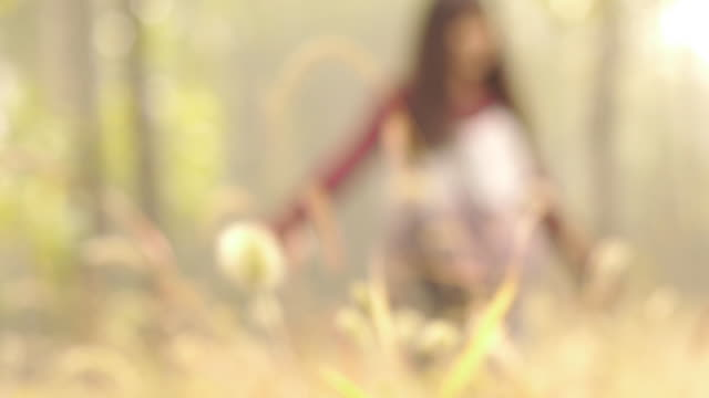 stockvideo's en b-roll-footage met girls playing in the forest - infaden