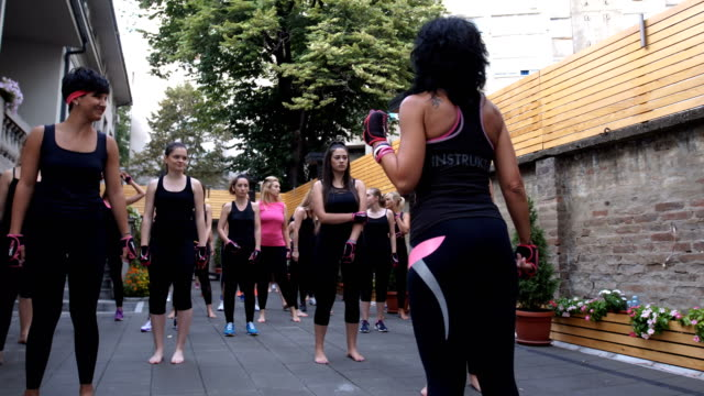 girls preparing for group work out - età miste video stock e b–roll