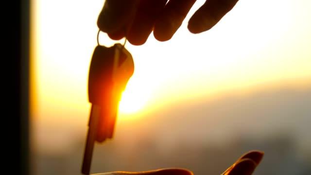 vidéos et rushes de donner les clés à un nouveau propriétaire - clé