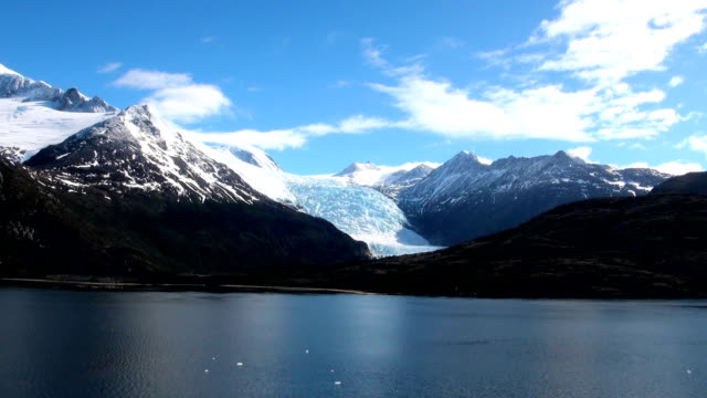 glacier alley - patagonia argentina - fiordi video stock e b–roll