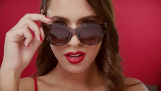 vidéos et rushes de le glamour ne prend pas un jour de congé - tentation