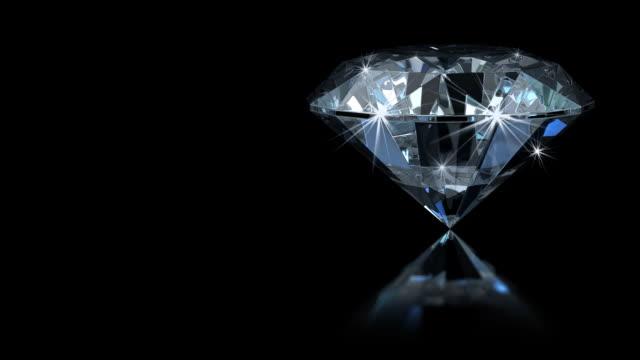 glamourous diamond with magic sparks (hd1080) - elmas stok videoları ve detay görüntü çekimi