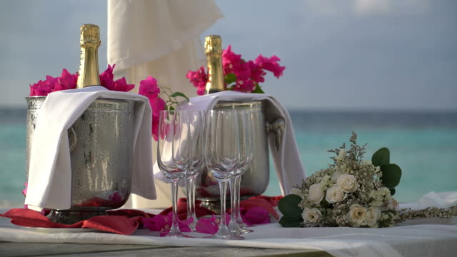 glass of champagne with flower bouquet for wedding celebrate - vídeo