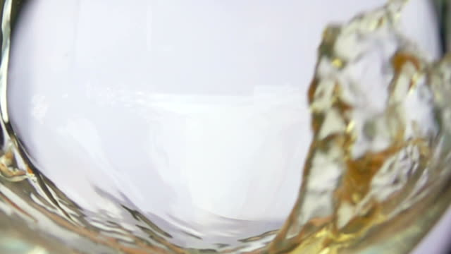 glass of white grape wine - uva riesling bianco video stock e b–roll