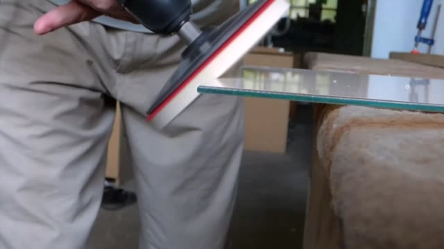 vídeos y material grabado en eventos de stock de procesamiento de vidrio esmeril - grind