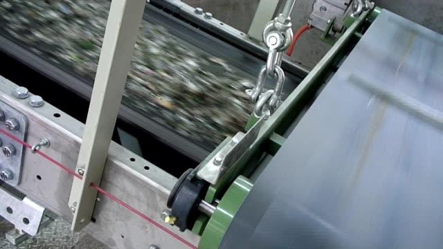 Glas-recycling-Fließband tragen gemischte cullet – Video
