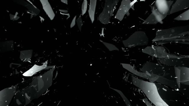 vidéos et rushes de verre brisé et brisé au ralenti. alpha mat - en verre