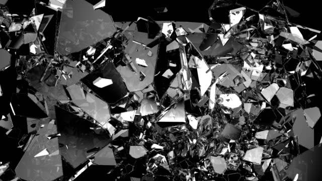 ガラスが粉々になり、スローモーションで割れた。アルファマット - 尖っている点の映像素材/bロール