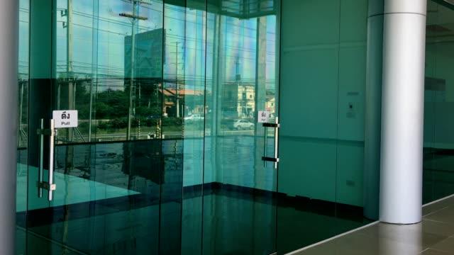 vídeos de stock e filmes b-roll de glass view from inside the office building. - office background