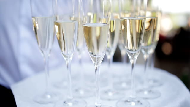 Glasses with champagne on a tray. Meeting the guests. video