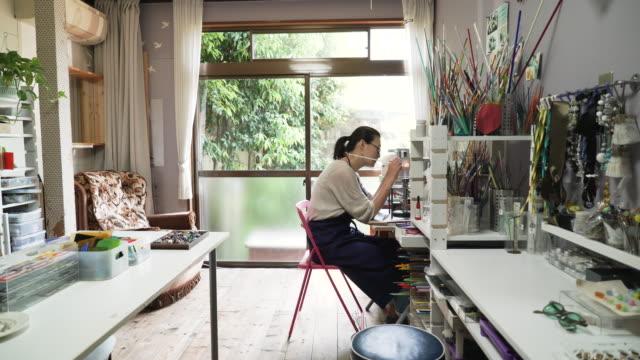 Vidrieros hacen accesorios para vidrio en talleres caseros - vídeo