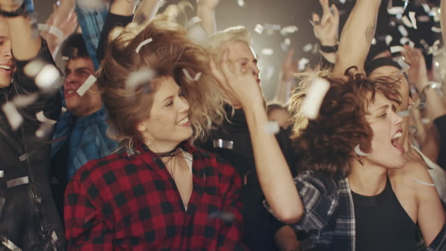 glitzer in konzert - musikfestival stock-videos und b-roll-filmmaterial