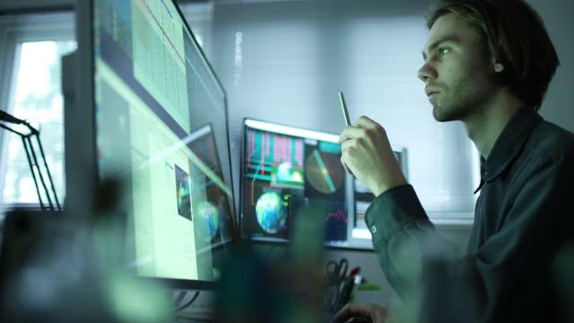 ricerca commerciale globale - esaminare video stock e b–roll