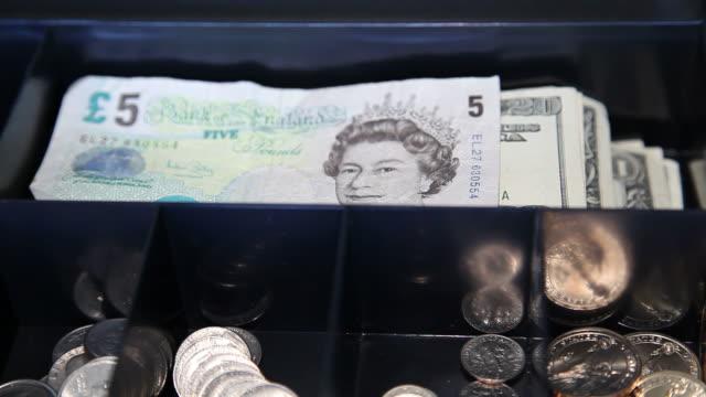 hd: global business-britische pfund ersetzen us-dollar - pfand stock-videos und b-roll-filmmaterial