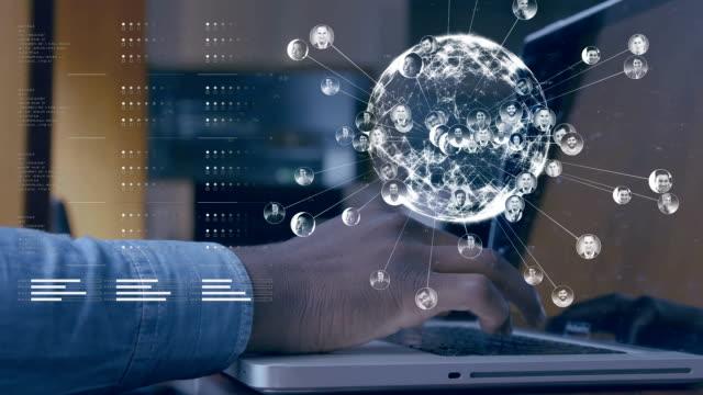 vídeos de stock e filmes b-roll de globe spinning with data and connection network - funcionamento em rede