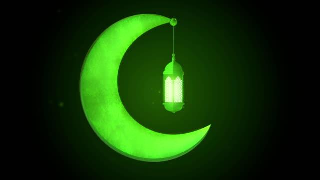 светящийся праздничный фонарь висит на луне на темном фоне. рамадан карим исламского движения фона. 3d цикливная анимация. - фанус стоковые видео и кадры b-roll