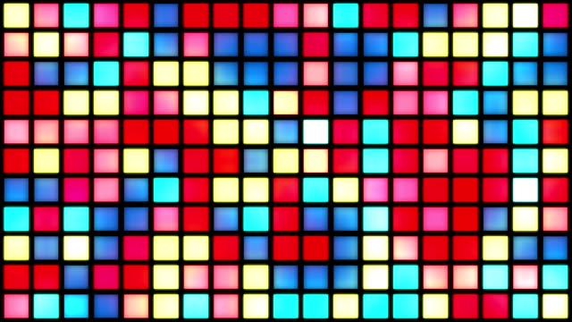 vídeos de stock, filmes e b-roll de brilhante grade de carácter multicor praças/cores mudam com efeito de flicker generative aleatória - dance music