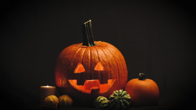 glowing jack o' lantern - pumpkin стоковые видео и кадры b-roll